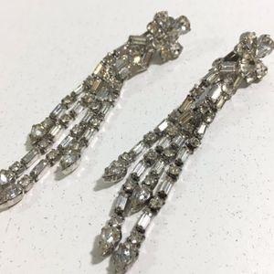 Weiss Rhinestone Fashion Dangle Earrings Clip On